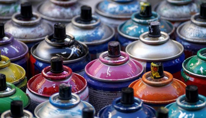 Pintura en spray, latas de aerosoles acrílicos. Para pintar con spray grafitis paredes, plásticos, madera, tela, cuero, metal, corrosión, óxido, imprimación, barnizar con spray la madera, pintar cerámica con aerosoles, pintar en coche con spray.